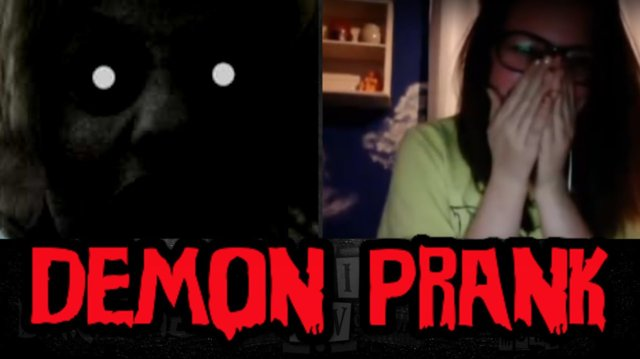 SCARY DEMON EYES PRANK
